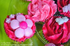 Pink flowery cupcakes!