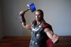 Comic Vine deems the Hot Toys Thor 'Avengers: Age of Ultron' Sixth Scale Figure worthy | Sideshow Collectibles