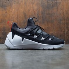 0aec141e6dd A TRAIL CLASSIC GETS CITY-READY.An iconic trail shoe gets a city-