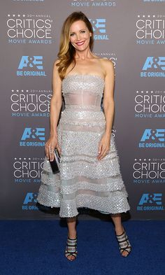 Presenter Leslie Mann stunned in this Reem Acra number and Irene Neuwirth jewels.