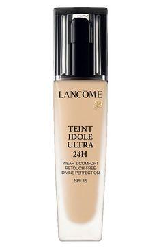 Experimente una base de maquillaje que permanece durante todo el día con Teint Idole Ultra 24H de Lancôme.