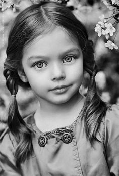Anna Pavaga--the most beautiful girl in Russia Portrait Au Crayon, Pencil Portrait, Child Face, Girl Face, Black And White Portraits, Black And White Photography, Beautiful Children, Beautiful Babies, Children Photography
