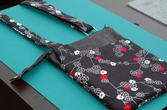 """Cross Body Shoulder Bag Tutorial « Sew,Mama,Sew! Blog"" Not that I need another cross-body right now, but still cute"
