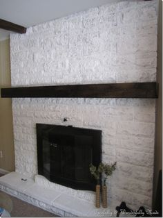 How to update an old brick fireplace with a slip covered mantel Home Diy, Diy Fireplace, Diy House Projects, Brick Fireplace Makeover, Diy Home Decor, Brick Fireplace, Diy Mantle, Slate Fireplace, Home Fix