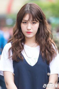 South Korean Girls, Korean Girl Groups, Modern Aprons, Jeon Somi, Cute Korean, Role Models, Asian Beauty, Hair Makeup, Singer