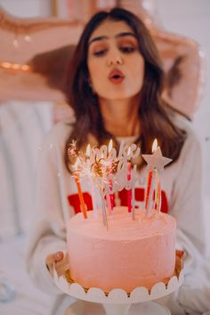 There's nothing like throwing a classic colorful birthday surprise! 🍰🎈 So dazzle up your friends birthday with our Birthday Surprise Collection. Birthday Goals, 21st Birthday, Girl Birthday, Birthday Parties, Cute Birthday Pictures, Birthday Photos, Birthday Balloon Decorations, Birthday Balloons, Birthday Party Photography