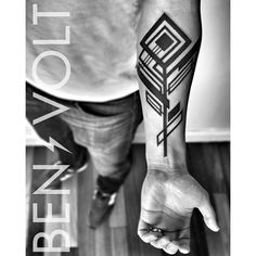 """#Abstract #geometric #dynamic #angular composition inspired by a peacock #feather. Thanks Matthew! #benvolt #blackwork #blackworkerssubmission #tattoo…"""