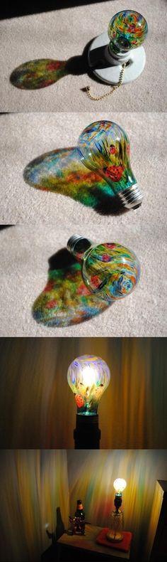 Decoracion de bombillos. Si queremos darle un aspecto ténue o distinto a nuestras habitaciones, hoy te traemos este dato: pinta un paisaje en un bombillo transparente, en los colores que más disfrutes. http://wp.me/p1ytFq-zx