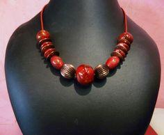 Bijou en céramique de Grèce, métal et fil cuir d'Inde.