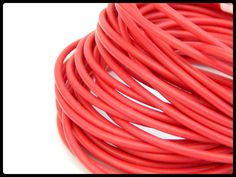 CXM -05 Caucho tipo tubo, ideal para pulseras, collares y semanarios, medida 2mm, color rojo, precio x metro $7 pesos, precio medio mayoreo $6 pesos, precio mayoreo $5 pesos, precio VIP $4 pesos