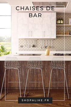 Le tabouret de bar ou chaise de bar sont idéaux dans une cuisine autour d'un îlot. En fonction du style de votre cuisine et de ce que vous souhaitez, vous pouvez opter pour des chaises de bar moderne, scandinave ou encore industrielle dans différentes matières telles que le rotin, le bois en encore en tissu. Sur ShopAlike retrouvez tous les styles et modèles possibles ! Pour plus d'inspirations pour la cuisine, naviguez à travers nos différents meubles et décorations d'intérieures. #cuisine Table Haute Bar, Chaise Haute Bar, Chaise Bar, Bar Chairs, Bar Stools, Modern Decor, Kitchen Decor, Sweet Home, Dining Table
