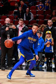 Stephen Curry of the Golden State Warriors warms up before the game against the Chicago Bulls on January 17 2018 at the United Center in Chicago...