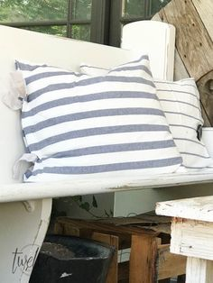 The ultimate guide to farmhouse pillows. Make these IKEA tea towel farmhouse pil… The ultimate guide to farmhouse pillows. Make these IKEA tea towel farmhouse pillows 4 different ways! The best collection I have seen! Best Bed Pillows, Diy Throw Pillows, Burlap Pillows, Sewing Pillows, How To Make Pillows, Ikea Towels, Dish Towels, Diy Cushion Covers, Pillow Covers