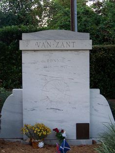 His body was later moved from here due to vandalism. Music Pics, Music Stuff, Lynard Skynard, Ronnie Van Zant, Famous Graves, Orange Park, Florida Living, Classic Rock, Day Trips