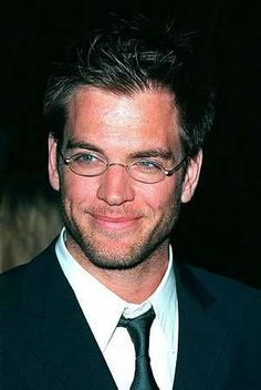 Ok, so Michael Weatherly isn't my usual taste of men, but he's pretty adorable with some scruff and glasses ;)