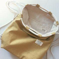 受注制作*送料無料*2wayナップサック ハーフリネン アッシュイエロー | ハンドメイドマーケット minne Produce Bags, Fabric Bags, Boot Cuffs, Handmade Bags, Leather Ankle Boots, My Bags, Bag Making, Shopping Bag, Pouch