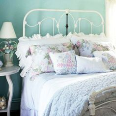 How to create the shabby chic style in your bedroom (image by tracey rapisardi)