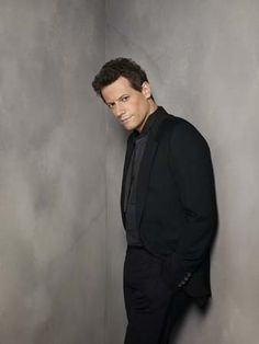 Ioan Gruffudd, who guested on Castle, among other roles. +British accent