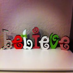 Believe wood letters Christmas Dyi Crafts, Wooden Christmas Decorations, Christmas Projects, Holiday Decor, Wood Letter Crafts, Wooden Letters, Wood Crafts, Alphabet Letters, Letter Art