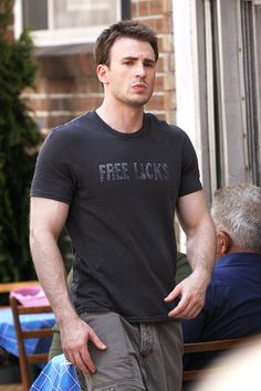 Chris Evans on the set of 'What's Your Number' in Boston on May Lisa Evans, Robert Evans, Christopher Evans, Capitan America Chris Evans, Chris Evans Captain America, Logan Lerman, Amanda Seyfried, Zeina, Man Thing Marvel