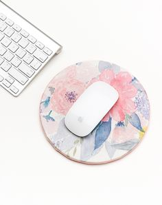 Cheap Crafts for Teens - DIY Floral Mouse Pad - Inexpensive DIY Projects for Teenagers and Tweens - Cute Room Decor, School Supplies, Accessories and Clothing You Can Make On A Budget - Fun Dollar Store Crafts - Cool DIY Gift Ideas for Christmas, Birthday Dollar Store Crafts, Dollar Stores, Cool Diy Projects, Craft Projects, Craft Ideas, Decor Ideas, Project Ideas, Diy Monogramm, Diy Mouse Pad