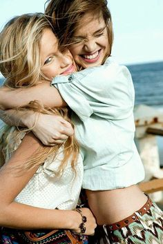 Cute picture pose for sisters or girlfriends