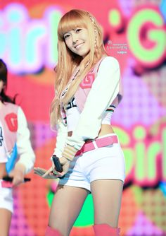 Jessica Jung, Jessica & Krystal, Kpop Girl Groups, Kpop Girls, Stage Outfits, Girl Outfits, Girls Generation Jessica, Kim Hyoyeon, Kwon Yuri