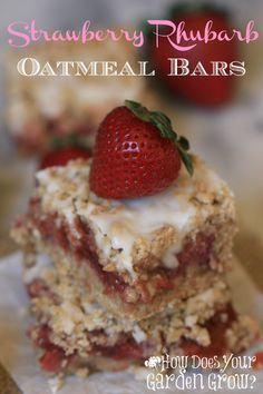 Strawberry Rhubarb Oatmeal Bars Strawberries and rhubarb are the perfect combination. This Strawberry Rhubarb Oatmeal Bar recipe is easy and delicious! It's a perfect spring dessert. Rhubarb Oatmeal Bars, Strawberry Rhubarb Bars, Strawberry Recipes, Fruit Recipes, Baking Recipes, Dessert Recipes, Bar Recipes, Rhubarb Rhubarb, Healthy Rhubarb Recipes