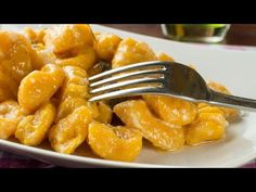Homemade Pumpkin Gnocchi r. Gnocchi Pasta, Ravioli, Gnocchi Sauce, Chicken Gnocchi, Healthy Cooking, Cooking Recipes, Pumpkin Gnocchi, Cannelloni, E Recipe