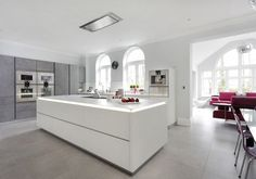 This stunning and luxurious customer kitchen combines ALNOSTAR CERA Concretto tall units with an ALNOSTAR SUND white textured lacquer island.