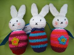 Free pattern here http://greedyforcolour.blogspot.com/2011/02/flora-rabbit-tutorial.html