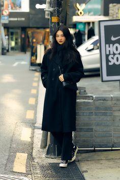 January 2020 Women's Streetwere Style in Seoul – écheveau Korean Winter Outfits, Korean Outfit Street Styles, Korean Fashion Winter, Asian Street Style, Korean Outfits, Mode Outfits, Grunge Outfits, Autumn Winter Fashion, Autumn Outfits