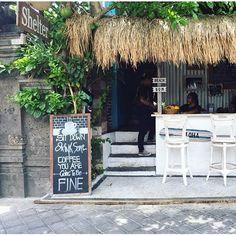 Shelter Cafe, Seminyak Coffee Shop Design, Cafe Design, Restaurant Ideas, Cafe Restaurant, Hawaii, Kuta Bali, Outdoor Furniture Sets, Outdoor Decor, Snack Bar