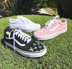 Vans Shoes, Sneakers, Old Skool & Skate Shoes Lit Shoes, Skate Shoes, Shoes Heels, Cool Vans Shoes, Tenis Vans, Vans Sneakers, Converse, Zapatillas Louis Vuitton, Custom Vans Shoes