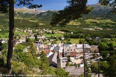 Jausiers, village au coeur de la vallée de l'Ubaye et au pied du col de Restefond et route de la Bonette