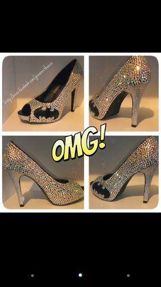 Blinged out Batman heels. Not even a Batman fan but these can SO go on my beautiful shoe-case! Batman Heels, Cute Shoes, Me Too Shoes, Unique Shoes, I Am Batman, Batman Stuff, Batman Girl, Superman, Batman Wedding