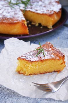 Rosemary Lemon Cornmeal Cake 200 g butter 200 g sugar 200 g ground almonds 100 g cornmeal tsp baking powder* 3 eggs 2 lemons, juice and zest sprigs fresh rosemary 125 g icing sugar Lemon Polenta Cake, Polenta Cakes, Cornmeal Recipes, Cornmeal Cake Recipe, Cake Recipes, Dessert Recipes, Semolina Cake, Muffins, Gluten Free Cakes