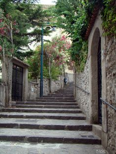 I walked these steps to my wedding ;)