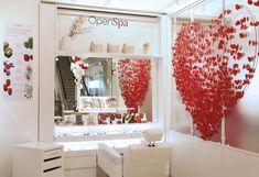 Open-Spa Clarins | Coeur géant en papier réalisé par l'agence Manymany