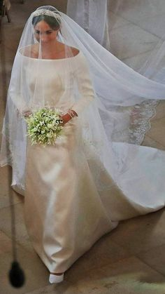 radiant bride, as Meghan Markle walks up the first part of the aisle by herself Harry And Meghan Wedding, Harry Wedding, Prince Harry And Megan, Prince William And Kate, Prince Charles, Princess Meghan, Prince And Princess, Princess Charlotte, Royal Princess
