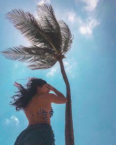How to Take Good Beach Photos Beach Photography Poses, Beach Poses, Summer Photography, Beach Tumblr, Tumblr Girls, Summer Pictures, Beach Pictures, Ideas For Pictures, Fun Ideas