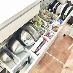 快適なおうちを作るには、暮らしに合わせて見直していくことが欠かせませんね。でも改めて見てみると、不便なまま使っているところが意外とまだまだあったり……。そこでRoomClipから、おうちを見直して便利に変えているユーザーさん実例をまとめてご紹介します。 Kitchen Cabinet Organization, Kitchen Storage, Storage Organization, Kitchen Cabinets, Storage Ideas, Washing Machine, Home Appliances, Room, How To Plan