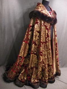 09017893 Cape Mens Renaissance red gold cut velvet gold lame brown fur trim.JPG