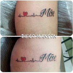 Cette maman a décidé de se faire tatouer une chainette de cheville à laquelle sont accrochés deux pendentifs. Sur chacun figure la première lettre du prénom d'un de ses enfants...