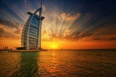 couché de soleil sur le Golf Persique, vue de l'hôtel construit sur la mer Burj Al Arab