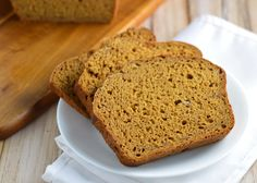 Pumpkin banana bread is loaded with fall flavor and stays moist with no added oil. If it& going to be fall then I& welcoming it with open arms. Just Desserts, Delicious Desserts, Dessert Recipes, Yummy Food, Yummy Recipes, Light Desserts, Fall Recipes, Healthy Recipes, Pumpkin Banana Bread