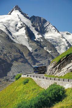 Die Großglockner Hochalpenstraße ist die höchste und eine der bekanntesten Passstraßen der Alpen. Sie verbindet die Bundesländer Kärnten und Salzburg und führt durch den traumhaften Nationalpark Hohe Tauern. Höhepunkt ist der sensationelle Blick auf den Großglockner - Österreichs höchster Berg. Ein beliebtes Ausflugsziel für Familien mit Kindern, Wanderer und Naturliebhaber, aber natürlich auch für Biker und Motorradfahrer. Themen: Roadtrips Austria, Österreich-Urlaub, Reiseziele, schöne… Kaiser Franz Josef, Austria, Mount Everest, Mountains, Nature, Biker, Travel, Salzburg Austria, Mountaineering