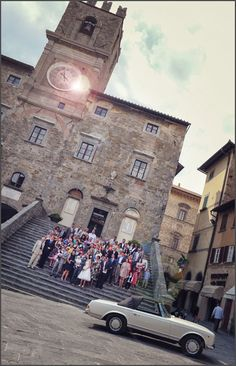 Suzanne & Daniel's stunning wedding day at Villa Baroncino in Umbria and the Duomo di Cortona (Cortona Cathedral).
