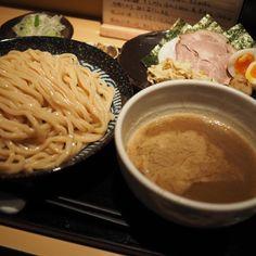 久々に訪問東京NO1つけ麺本日は2時間待ち...いろんなつけ麺食べたからこそ分かるココの凄さ具材つけ汁そしてこの超極太麺全てが絡み合うもはや芸術です#ラーメン#つけ麺#ラーメン倶楽部#ランチ#インスタラーメン#おいなりラーメン博物館#ramen#tsukemen#noodle by kiritanbo