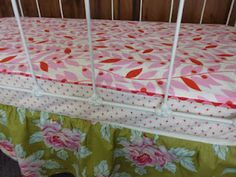 crib sheet with piping... And two fabrics... Cute!